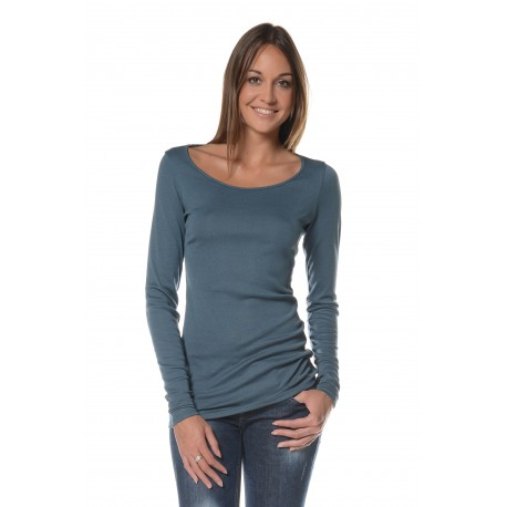 Blue T-shirt with long sleeves and round neckline