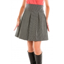 Pleated skirt with stripes in texture